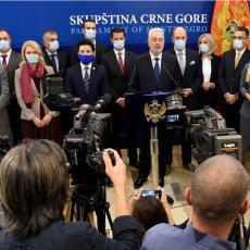 OD OSVJEŽILO U AVGUSTU DO PRESUŠILO U JUNU: Pada li Vlada Crne Gore nakon Rezolucije u Srebrenici?
