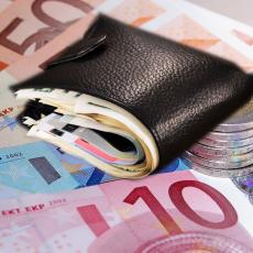 OD PONEDELJKA U BANKU PO MANJU RATU: Ovo su detalji novih olakšica NBS za kredite