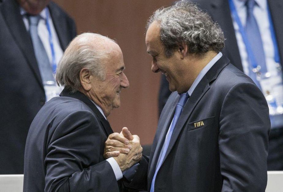 ODOŠE NA SUD: FIFA traži da joj se vrate dva miliona švajcaraca koje je Blater dao Platiniju