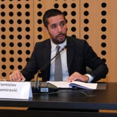 OGLASILI SE IZ BOLNICE POSLE OPERACIJE: Poznato u kakvom je stanju ministar Momirović