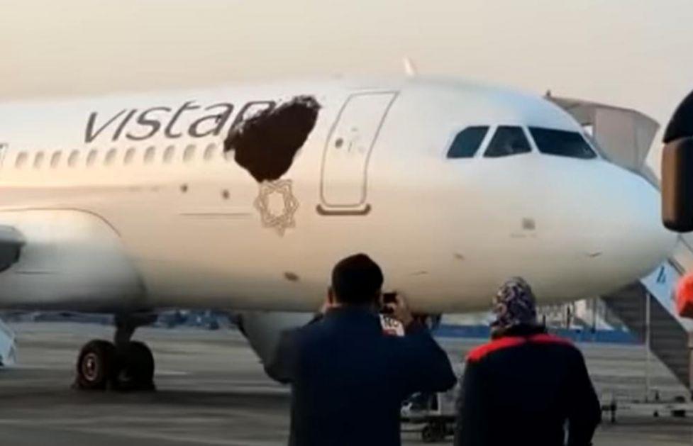 OGROMNI ROJEVI PČELA OKUPIRALI AERODROM: Dva aviona satima nisu smela da polete zbog ovih prizora (VIDEO)