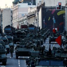 OKLOPNA VOZILA I TENKOVI NA ULICAMA MOSKVE: Rusi se spremaju za nešto veliko! (FOTO)