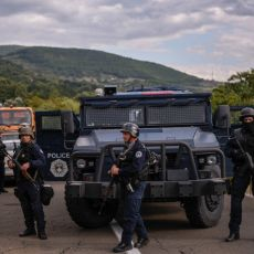 OKLOPNO VOZILO SA PUŠKOMITRALJEZOM PRIMEĆENO NA JARINJU! Albanski agresori spremaju novi prepad? Tenzije ne prestaju (FOTO)