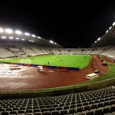 OLUJA RUŠI POLJUD: Strašno nevreme u Splitu! Pukao nosač na stadionu, pada pred očima