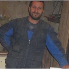 ON JE POSTAO POTPUNI HIT U GRADU: 12 godina obrađuje drvo, a sada je napravio REMEK DELO (FOTO)