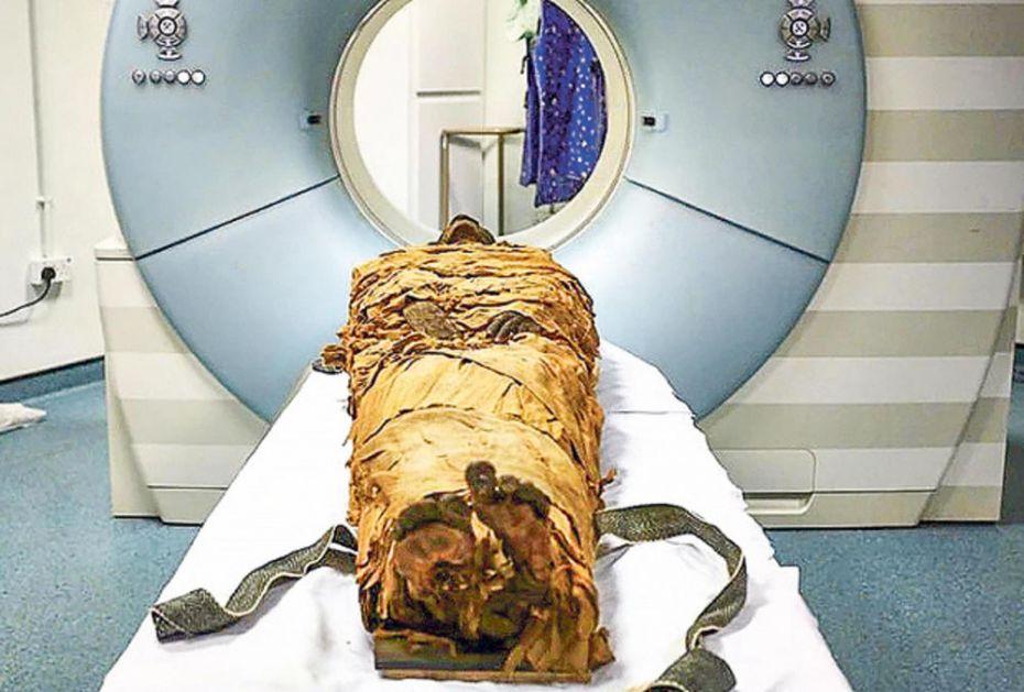 ONE SU VREMENSKA KAPSULA Mumija stavljena na skener u italijanskoj bolnici kako bi se otkrile tajne drevnog Egipta