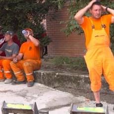 ONI SU HEROJI SRBIJE! Građevinci na paklenom beogradskom asfaltu: Teško je ali izdržavamo