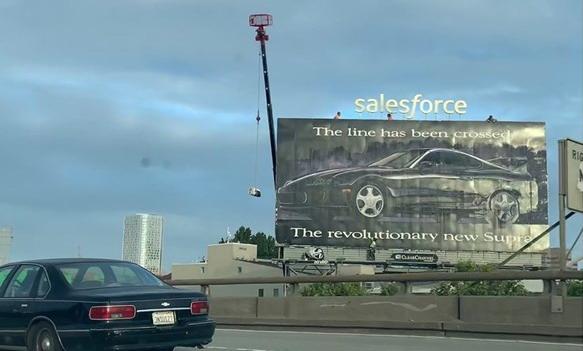 """OOH reklama za """"Toyota Supra"""" stoji već 27 godina"""