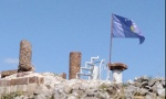 OPET PROVOKACIJA: Kosovska zastava na tvrđavi u Novom Brdu