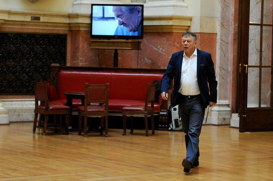 OPLJAČKAN MINISTAR TONČEV, POLICIJA EKSPRESNO PRIVELA SREDOVEČNOG MUŠKARCA: U Nišu mu iz gepeka ukrali kofer s parama i garderobom