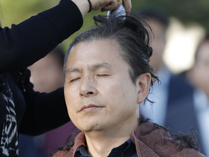 OPOZICIJA SE ŠIŠA NA ĆELAVO: Protest ispred predsednilke palate! Traže da Mun Džae-in uradi OVO! (FOTO)