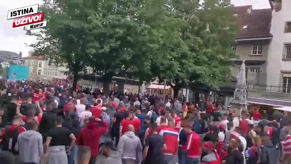 OPŠTI HAOS U BERNU PRED ZVEZDINU UTAKMICU: Korteo Delija se sukobio sa lokalcima koji su ih provocirali za Kosovo! Reagovala i policija! (KURIR TV)