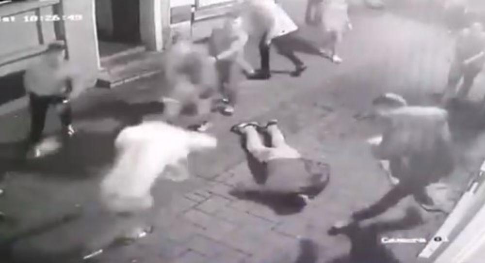 OPTUŽNICA PROTIV 8 ŠIĐANA: Osumnjičeni da su brutalno pretukli mladiće u Novom Sadu ispred kafane VIDEO