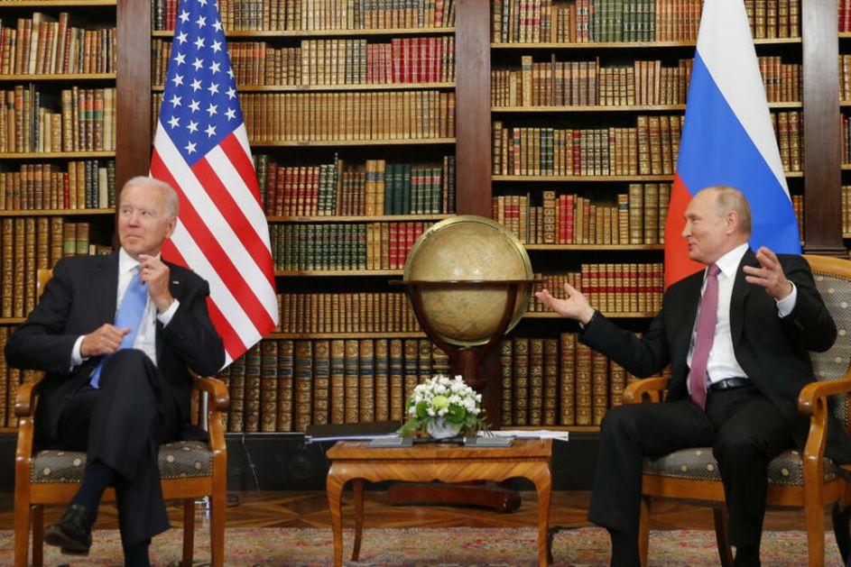 OPUŠTENA ATMOSFERA: Ovako je Putin nasmejao Bajdena na samom početku samita u Ženevi VIDEO