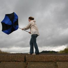 Građani, pazite se orkanskih udara vetra: Evo do kada će trajati POTPUNO ŠIZOFRENO VREME!