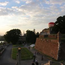 OSKRNAVLJENO DAMAD-ALI PAŠINO TURBE NA KALEMEGDANU: Divljaci brukaju srpski narod! (FOTO)
