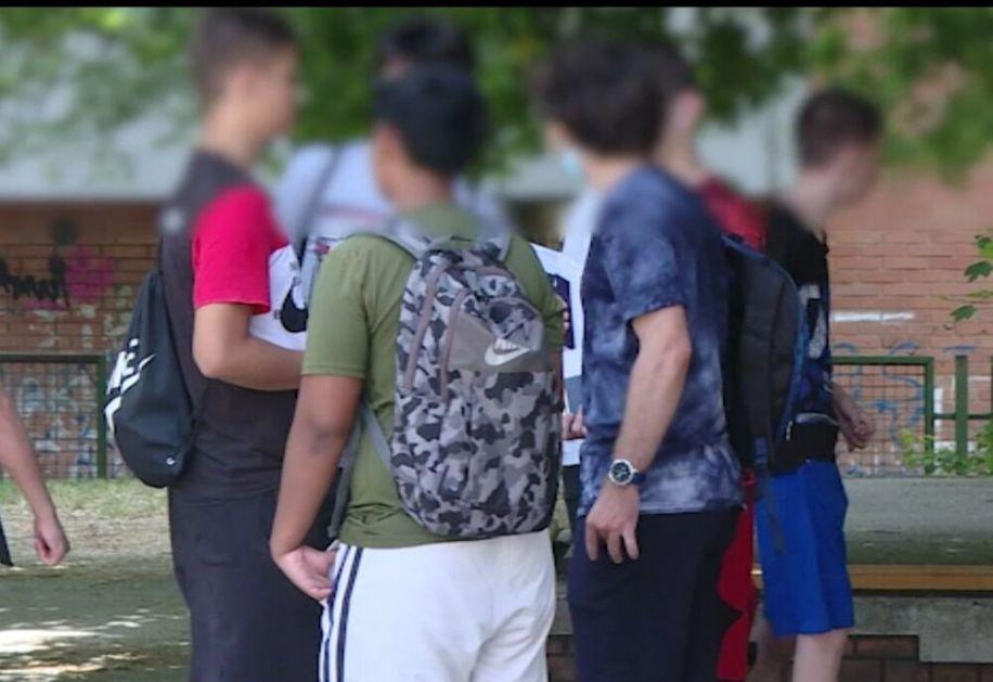 OSMACI DANAS ZAVRŠAVAJU MALU MATURU: Treći dan polaganja završava se kombinovanim testom, jedan osmak pokušao da prepiše srpski