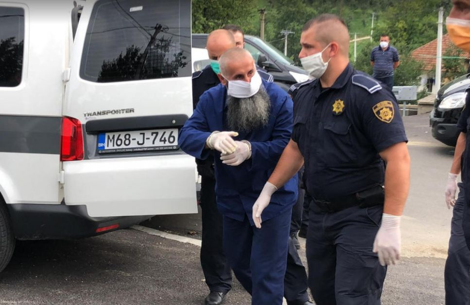 OSUĐENI VOĐA VEHABIJA BOSNIĆ PUŠTEN IZ ZENICE DA SAHRANI BRATA I SINA: Policija okupirala ceo kraj, tu su i specijalci