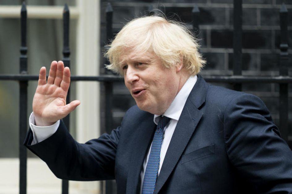 OTAC GA NIJE POSLUŠAO I OTIŠAO U GRČKU: Sve što je britanski premijer rekao o skandalu je PITAJTE DŽONSONA SENIORA!