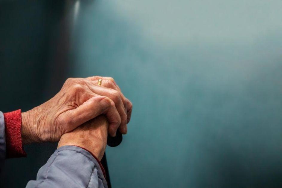 OVA BAKA JE SUPERHEROJ: Pobedila korona virus u 107. godini (FOTO)