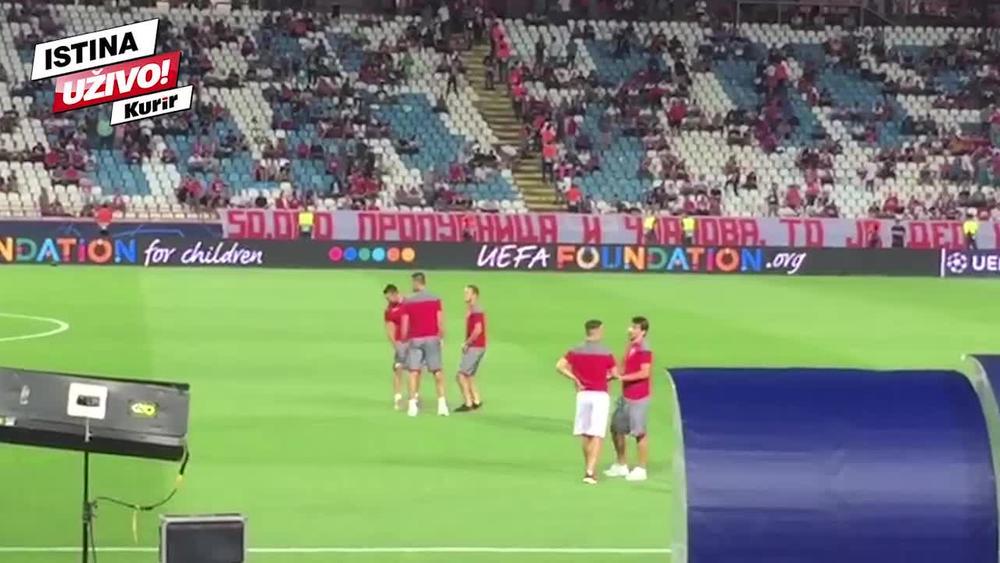 OVACIJE DELIJA: Evo kako su navijači pružili podršku fudbalerima Crvene zvezde kada su se pojavili na terenu Marakane (KURIR TV)