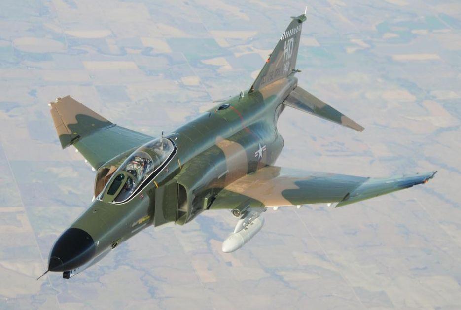 OVAJ AMERIČKI LOVAC BI TREBAO DA IDE U MUZEJ: F-4 Fantom leti od 1958. godine, a evo zašto je još smrtonosan VIDEO