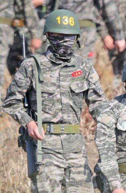OVAKO IZGLEDA BITI VOJNIK U JUŽNOJ KOREJI: Son je ispričao šta mu je bilo najteže dok je nosio uniform