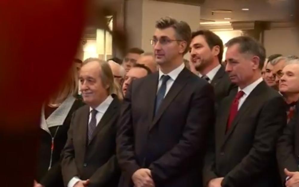 OVAKO REAGUJE PLENKOVIĆ NA BRATSTVO I JEDINSTVO SA SRBIMA: Izraz lica hrvatskog premijera sve govori (VIDEO)