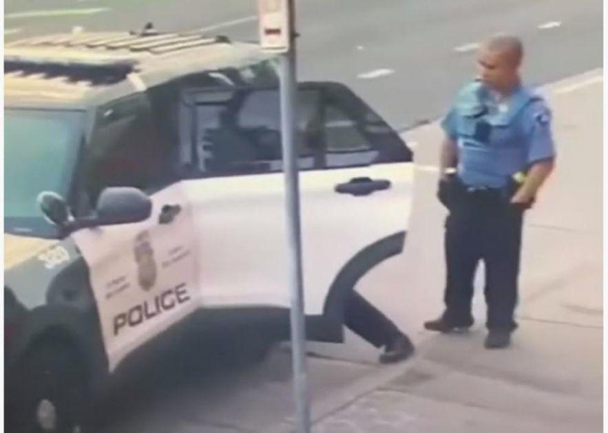OVAKO SU POLICAJCI MALTRETIRALI DŽORDŽA FLOJDA: Tukli su ga dok je sedeo u autu, procirio novi snimak (VIDEO)