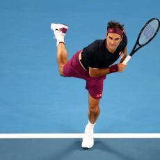OVAKVOG GA NIKAD NISTE VIDELI: Federer izašao na teren posle OTKAČENIH žmurki! (VIDEO)