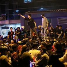 OVDE NEMA MESTA KRALJU: Glavni grad je pod blokadom, hiljade ljudi na ulicama traži samo jedno (FOTO/VIDEO)