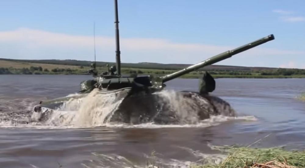 OVO JE I TENK I PODMORNICA: Ruska vojska pokazala nove inovacije na moćnom T-72 (VIDEO)