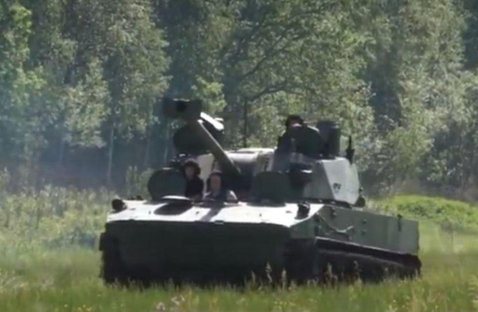 OVO JE NOVO I MOĆNO RUSKO ARTILJERIJSKO VOZILO: LOTOS ima impresivnu brzinu, gađanje i domet! Napravljen je na šasiji tenka VIDEO