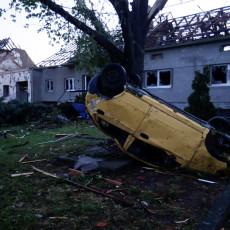 OVO JE PAKAO! Češka posle tornada kao ratna zona - mrtvi, povređeni i sravnjene kuće (FOTO/VIDEO)