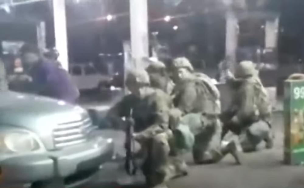 PRAVI RAT NA ULICAMA AMERIKE: Policija ubila demonstranta u razmeni vatre na protestima u Kentakiju (VIDEO)