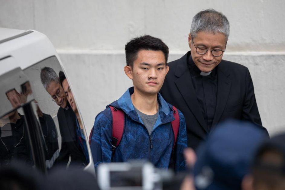 OVO JE UBICA ZBOG KOGA SU POČELI MASOVNI PROTESTI U HONGKONGU: Danas su ga pustili na slobodu, ali neće se tek tako izvući (FOTO, VIDEO)