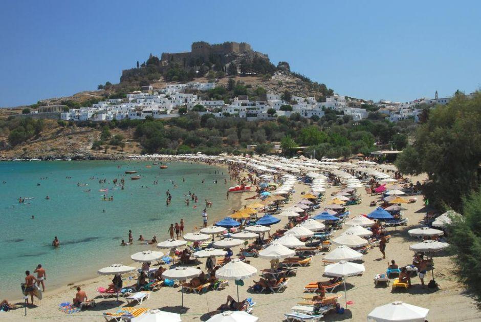 OVO JE VAŽNO ZA SRPSKE TURISTE: Evo koje mere su u Grčkoj od danas UBLAŽENE