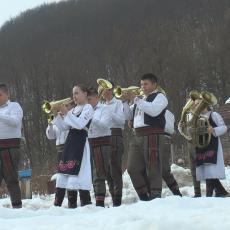 OVO MOŽE SAMO U SRBIJI: Iz kuće Ilića gruvaju trube dva orkestra, a braća i sestre imaju jedan cilj (FOTO)