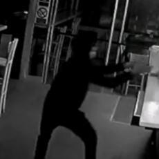 Objavljen snimak krađe pomoći za malu Aniku: Lopovu upućena MOĆNA PORUKA (VIDEO)