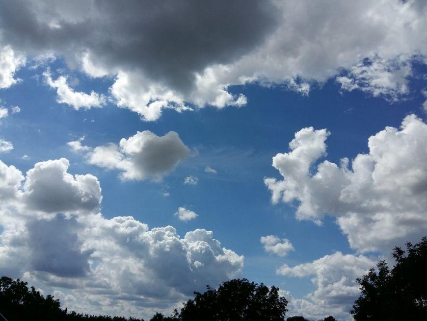 Oblačno, mestimično sa kišom, do 23 stepena