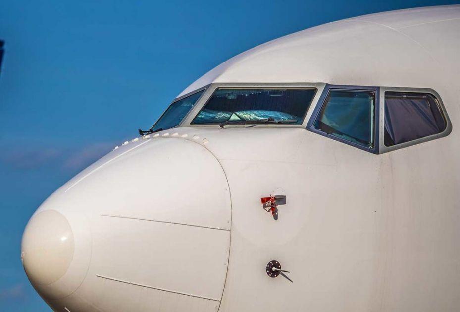 Prva dva aviona Er Srbije odletela za Podgoricu i Tivat