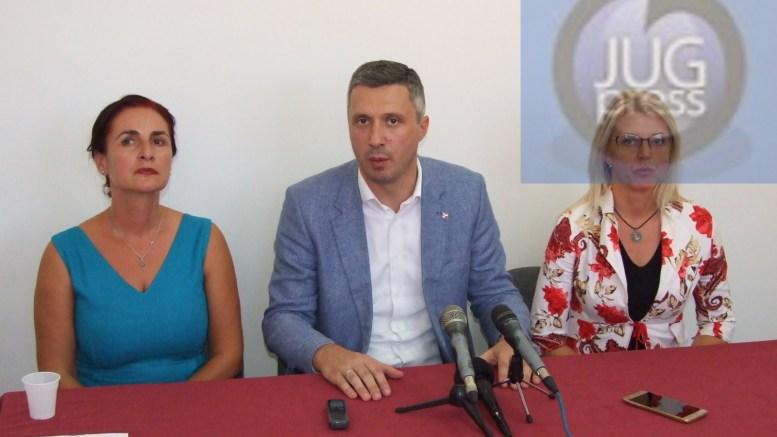 Obradović: Vučić je ucenjen i suspendovao je Ustav