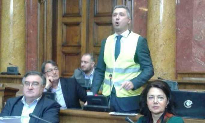 Obradović u žutom prsluku u Skupštini: Svi na protest