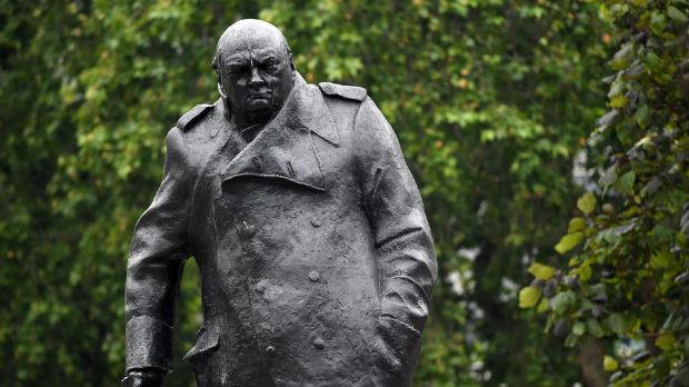 Od Čerčila do Mahatme Gandija - zašto Britancima smetaju ovi spomenici