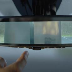 Od sada KAMERA u OGLEDALU automobila? Interaktivni retrovizor za bezbednu vožnju (VIDEO)