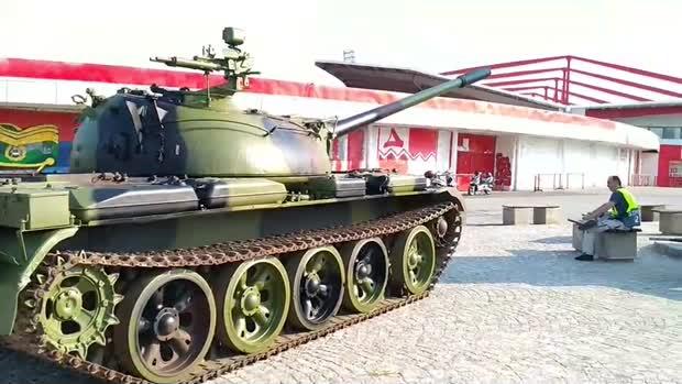 Odgovor na tenk: Parkirali traktor na MAKSIMIRU