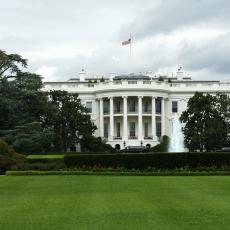 Odlazak Boltona, pa ČUDNI ZVUCI: Dan za pamćenje u Beloj kući
