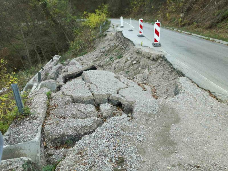 Odron na putu Niška Banja - Gadžin Han, alternativni put za autobuse i kamione
