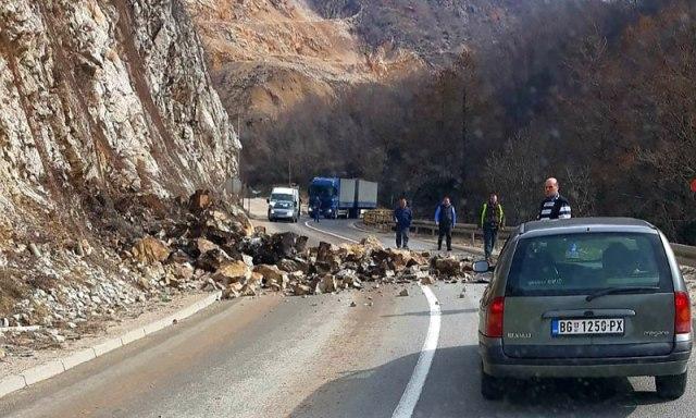 Odron pao na auto kod Prijepolja