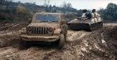 Off-Road duel: Jeep protiv ruske samohodne haubice VIDEO